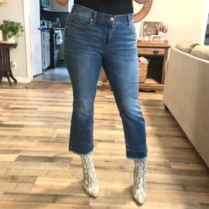 Old navy mid rise cropped flare frayed jeans 10